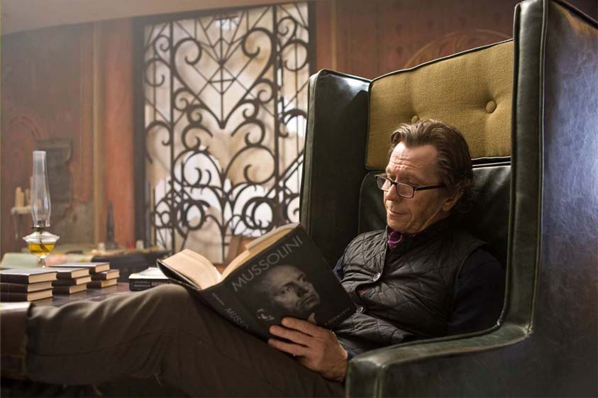 gary-oldman-face-a-face-woody-eyeglasses-the-book-of-eli.jpg