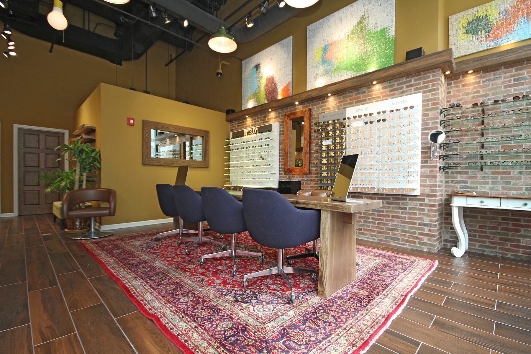 Luxury Eyesight Chicago Boutique Image 3